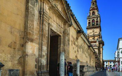 Visiter la mosquée cathédrale de Cordoue.